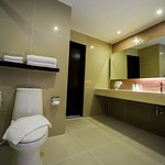 Rooms with & without bath tub available