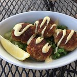 4 small crab cakes with homemade tartar sauce