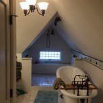 We had a wonderful stay in the attic suite. Enjoyed soaking in the oversized claw foot tub and t