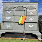 Foto de World's Largest Chest of Drawers