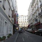 улочка, на которой находится отель