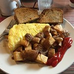 Omelet with bacon, peppers and cheese, home fries and rye toast