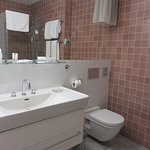 Large, impeccably maintained bathroom