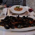 killer mussels in tomato sauce