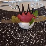 Mont-blanc de fruit de la passion, opaline dorée et sorbet framboise plein fruit