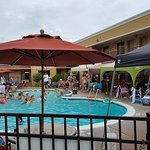 A clean fun pool with towels, umbrellas, and nearby refreshments...