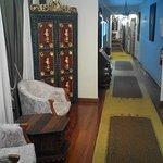 Corridoio davanti la stanza con arredi d'epoca