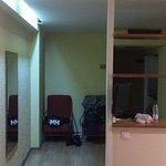 Salon, entrada y cocina vista desde la zona de la cama.