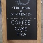 Foto van The Moon & Sixpence Coffeehouse