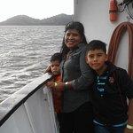 En el barco disfrutando el panorama