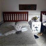 Um quarto bem arrumado e limpo (neste não tinha ar e sim ventilador).