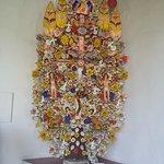 Arbol de la vida decorando un pasillo del museo.