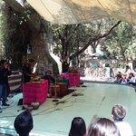 Nos tocó, el día de nuestra visita, un concierto de arte prehispánico muy agradable.