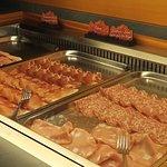 Reichhaltige Fleischplatten zum Frühstück