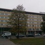 Der Haupteingang des Hotels Berlin, Berlin am Lützowplatz