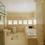 VIP PLUNGE POOL SUITE BATHROOM