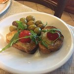 The complimentary bruschetta with olives!