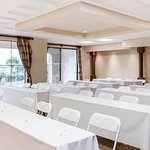 Our golf resort has event space for up to 100 people