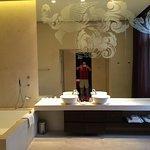 Massive bathroom in corner suite 302