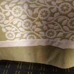 cubre cama manchado