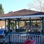 Algonquin Lakeside Inn
