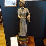 A statue depicting a Harvey Girl