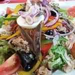 Salade nicoise geante