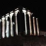 Próximo a la Se de la encantadora Evora vestigios templo romano