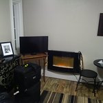 #4 William H. Pope Suite - Fireplace, TV, Table & Chairs