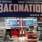 "Typical ""Niche"" food stand. Bacon-oriented!"