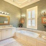 Rutledge Suite Bathroom
