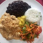 Estrogonofe de Frango com Arroz , Salada e feijão preto , farofa , D+++ Filé de peixe grelhado c