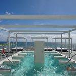 Rooftop pool/spa