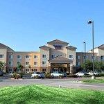 弗雷斯諾克洛維斯 Fairfield Inn&Suites 飯店