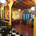 Preciosa decoración estilo mejicano,muy buenas micheladas con cerveza local (Anima)horario de at