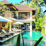 Villa Saraswati's jewelled Pool