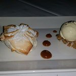 Apple and meringue sweets with vanilla ice cream and a crumb
