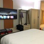 Photo de Holiday Inn Express Hotel & Suites London