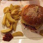 Restaurant sympathique et burgers très bon! J'avais pris avec le guacamole.