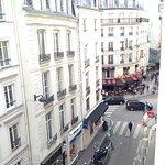 vue sur le quartier ... ah, les deux immeubles parisiens