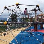 Juegos en área de zona húmeda para niños