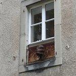 Une des fenêtres face au musée