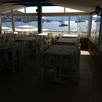 Der er også indendørs restaurant med samme smukke udsigt