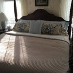 Wonderful King bed with good sheets