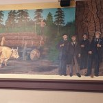 murals tell the town history