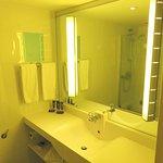 Bathroom at Novotel London West (14/Oct/16).