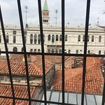 Sole Apartment, Great pasta/clams & calamari in joined restaurant, view of Doge's Palace from So