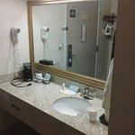 Photo de Baymont Inn & Suites Grand Rapids Airport