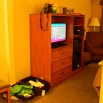 cable flat screen tv, sitting chair, desk in room 317