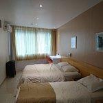 Adjunto una imágen de nuestra habitación.